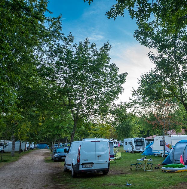 location emplacement camping Lot